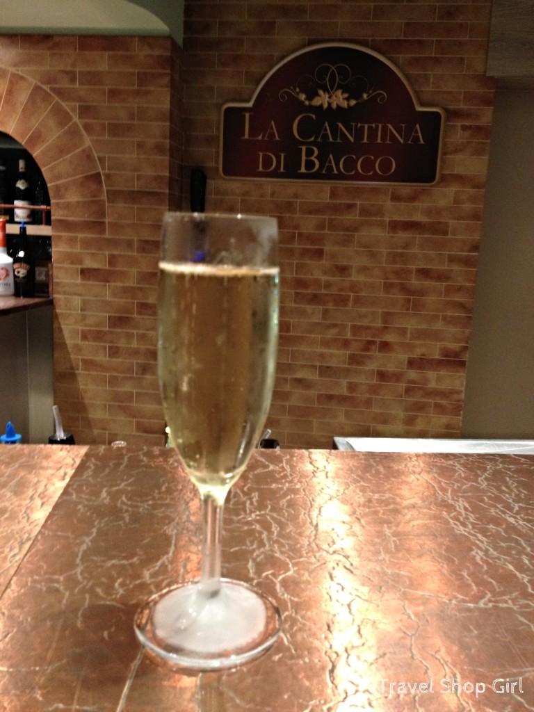 A glass of champagne in La Cantina di Bacco