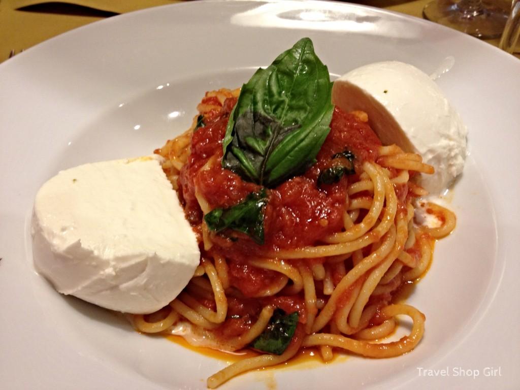 Afeltra Gragnano Spaghettone with tomato, mozzarella and fresh basil