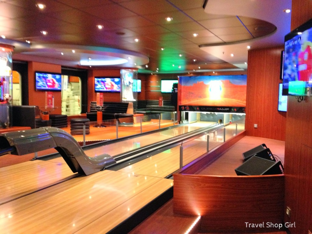 Sports Bar bowling lanes