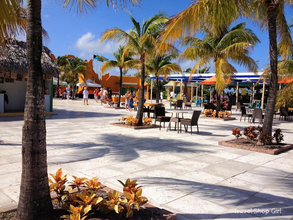Straw market and island shopping