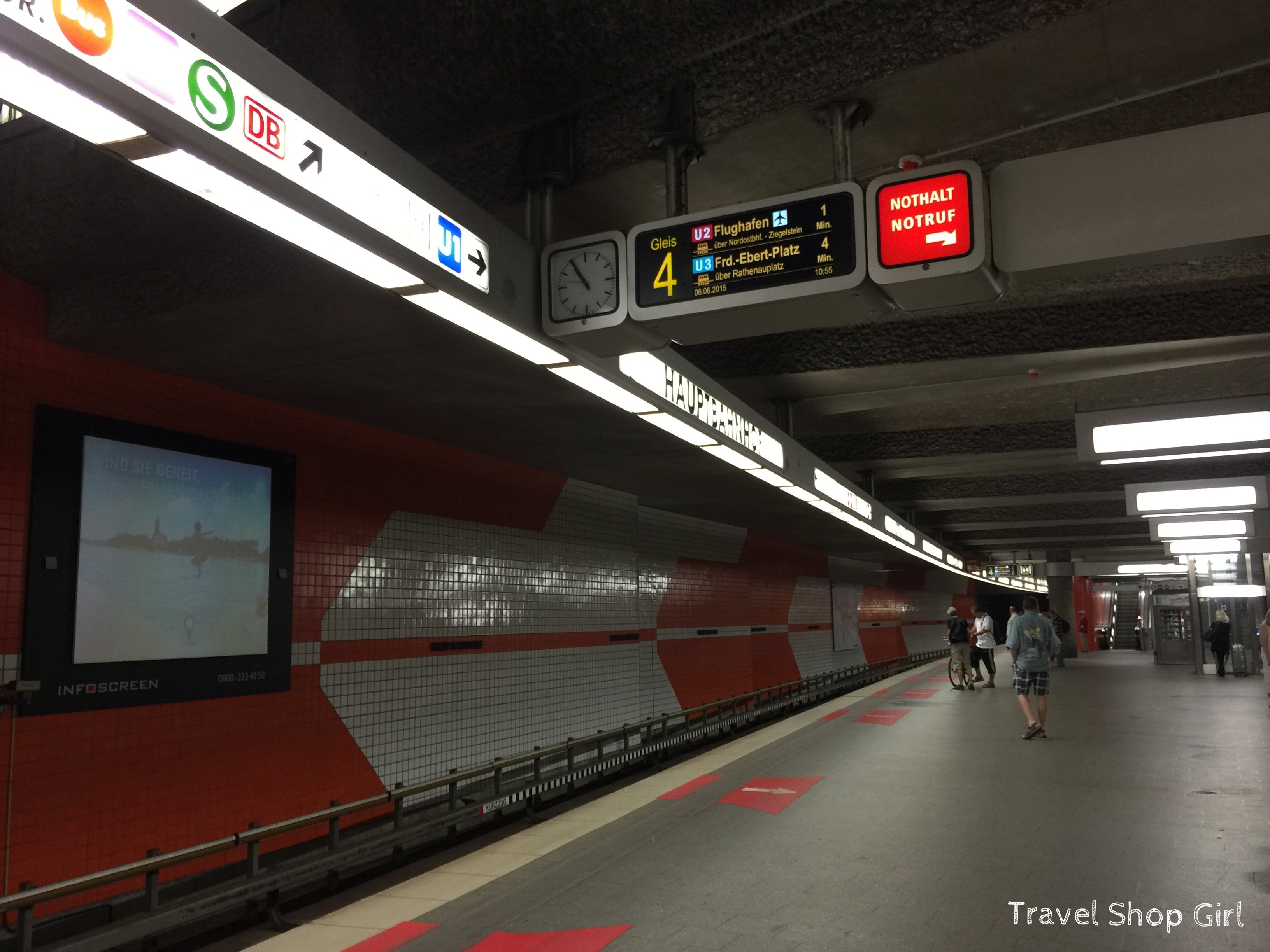 Taking the Train from the Airport into Nuremberg UBahn Travel