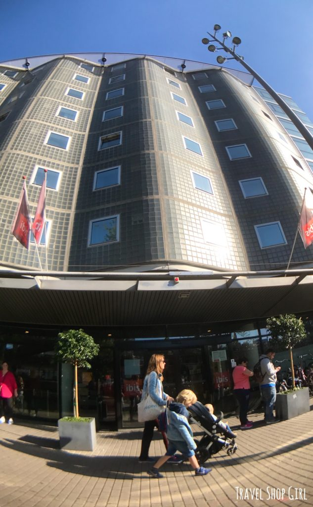 Amsterdam hotels 8 reasons to love hotel ibis amsterdam for Ibis hotel amsterdam